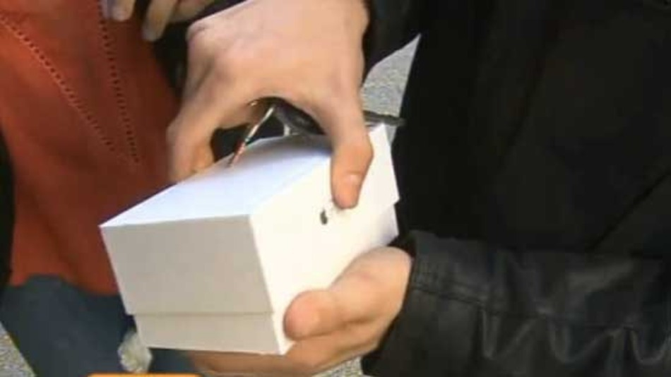 Devastated Australian Drops His New iPhone 6 on Live Television