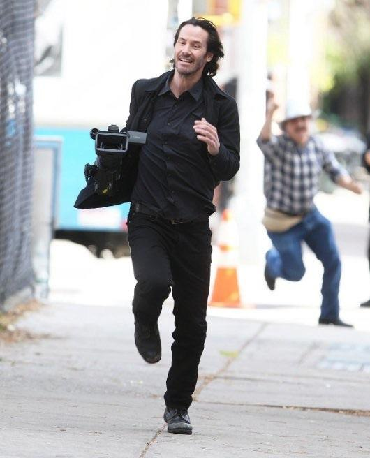 funny pics, lol pics, keanu reeves, paparazzi jokes