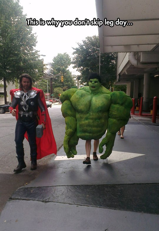 funny pics, superheroes cosplay, leg day, lol, funny hulk